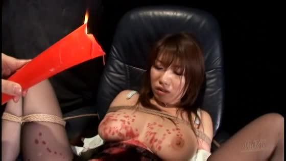 M字開脚のまま椅子に拘束された巨乳美女。ひたすらマンコをバイブでかき回されるアクメ地獄調教。