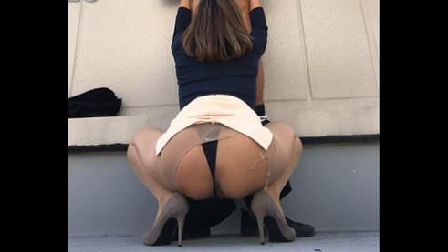お仕事中の秘書を屋上に呼出しおクチとデカ尻に2連射!!